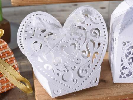 Scatolina porta confetti a cuore in carta perlata