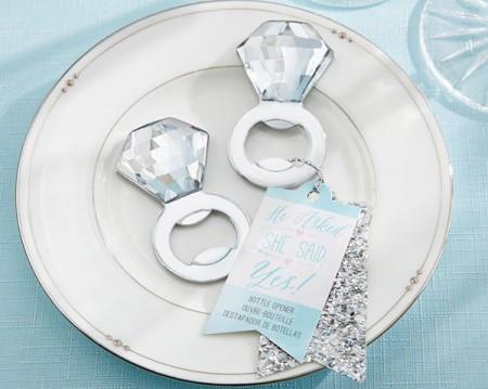 Apribottiglie anello di fidanzamento